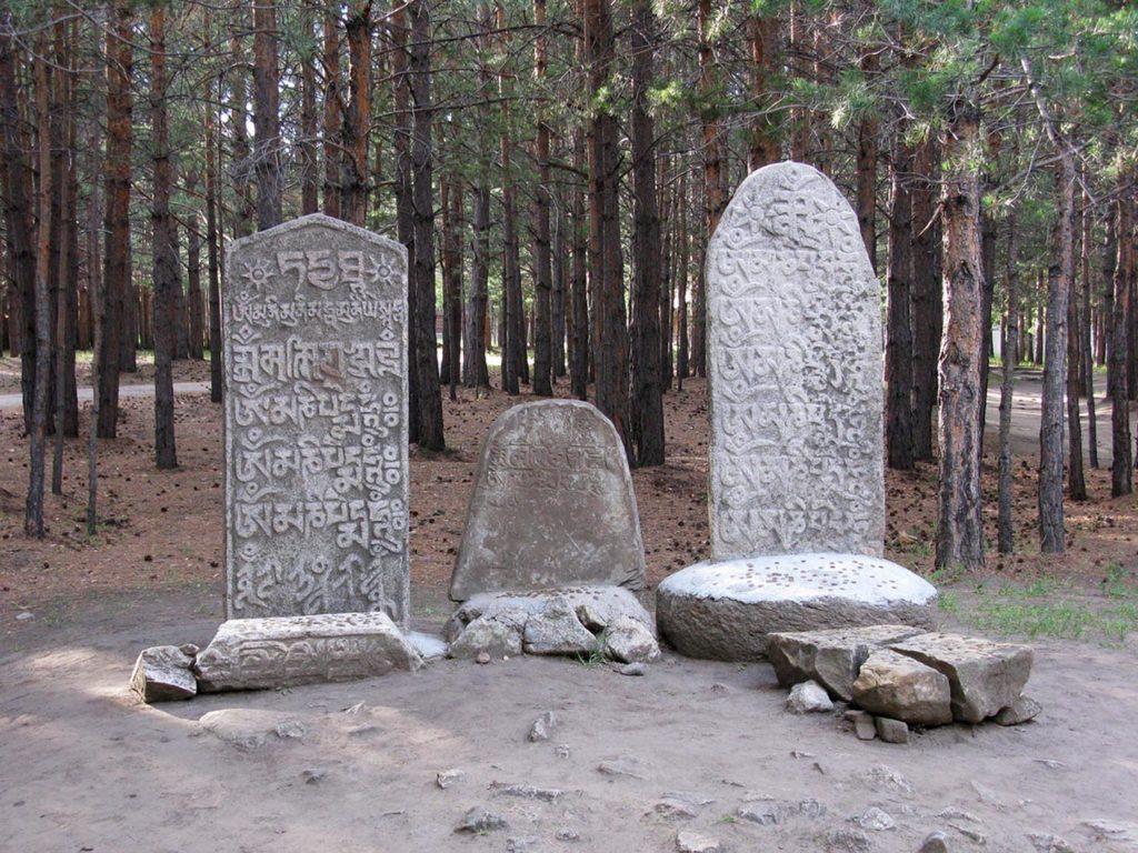Этнографический музей. Молитвенные камни (маани шулун).