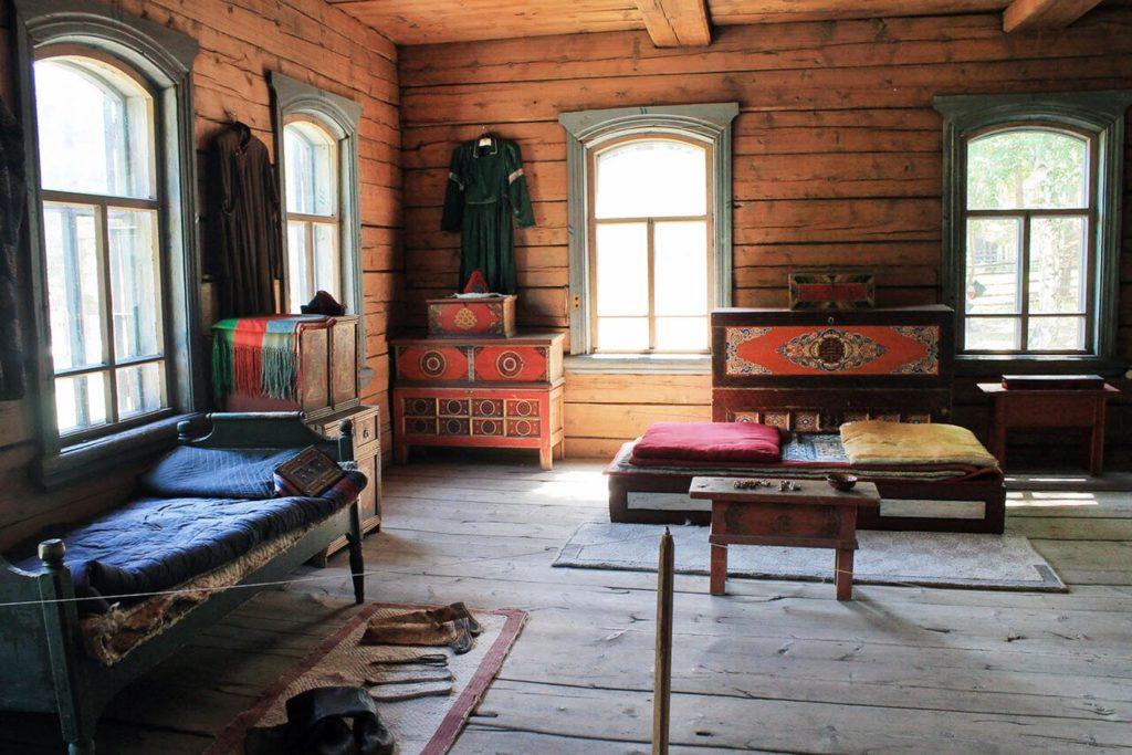 Этнографический музей. Зимняя усадьба бурята-скотовода. Внутреннее убранство.