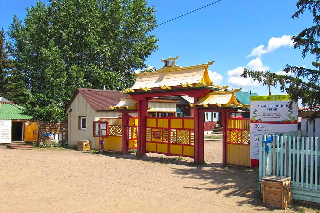 Ворота в Иволгинский дацан