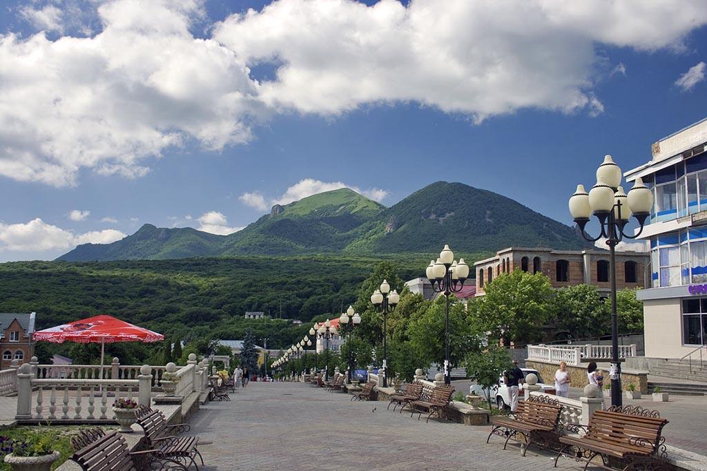 Куда поехать весной. Курорты Кавказа