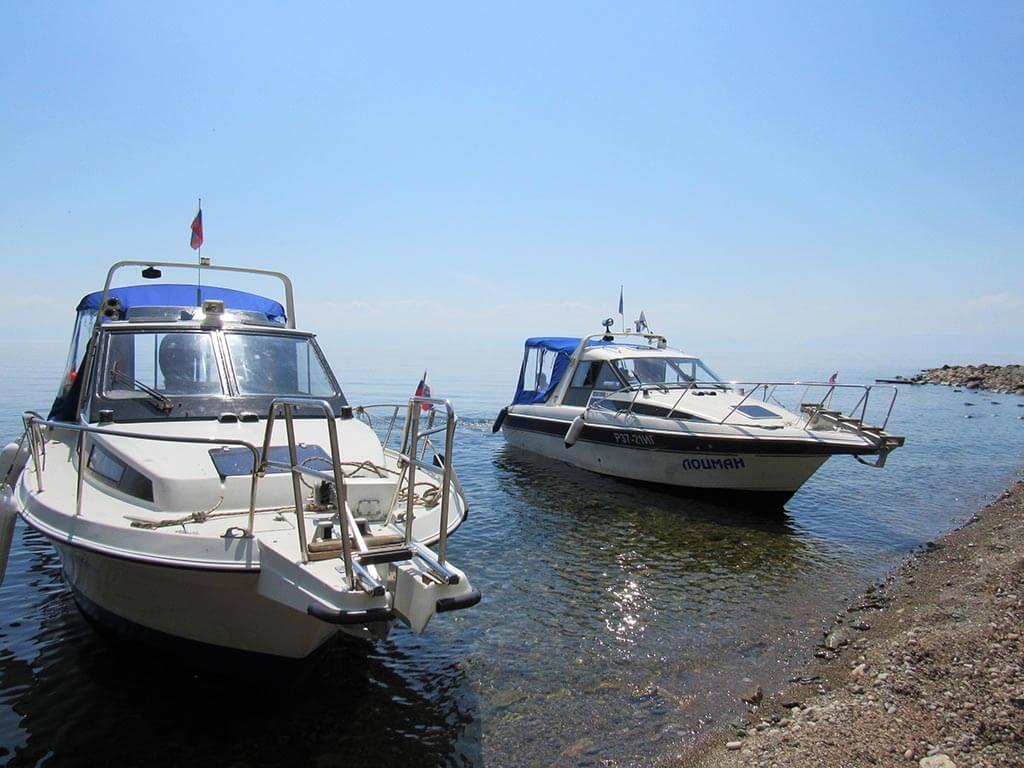 Прогулочные катера на Байкале.
